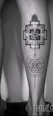 тату геометрические №28 – эксклюзивный вариант рисунка, который успешно можно использовать для переработки и нанесения как тату геометрические узоры для девушек