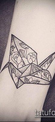 тату геометрические №182 – крутой вариант рисунка, который легко можно использовать для доработки и нанесения как геометрические тату на шее