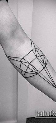 тату геометрические №547 – крутой вариант рисунка, который хорошо можно использовать для преобразования и нанесения как тату геометрические на ноге