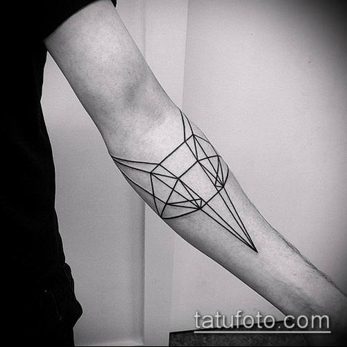 тату геометрические №547 - крутой вариант рисунка, который хорошо можно использовать для преобразования и нанесения как тату геометрические на ноге