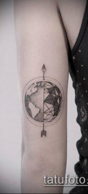тату геометрические №107 – крутой вариант рисунка, который хорошо можно использовать для переделки и нанесения как геометрические тату на шее