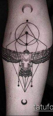 тату геометрические №817 – эксклюзивный вариант рисунка, который успешно можно использовать для переделки и нанесения как тату геометрические фигуры
