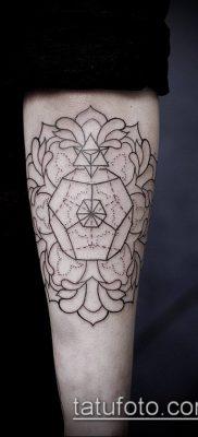 тату геометрические №180 – эксклюзивный вариант рисунка, который удачно можно использовать для переработки и нанесения как тату геометрические фигуры