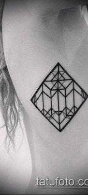 тату геометрические №28 – прикольный вариант рисунка, который легко можно использовать для преобразования и нанесения как геометрические тату на предплечье
