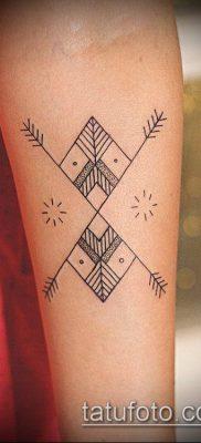 тату геометрические №659 – уникальный вариант рисунка, который успешно можно использовать для доработки и нанесения как тату геометрические на ноге