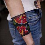 тату для мужчин №34 - классный вариант рисунка, который хорошо можно использовать для преобразования и нанесения как тату на кисть руки для мужчин