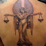 тату для мужчин №859 - уникальный вариант рисунка, который легко можно использовать для переделки и нанесения как тату на спину для мужчин