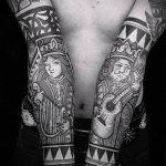 тату для мужчин №22 - крутой вариант рисунка, который легко можно использовать для доработки и нанесения как тату обереги для мужчин