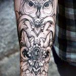тату для мужчин №404 - классный вариант рисунка, который удачно можно использовать для переделки и нанесения как тату на латыни для мужчин
