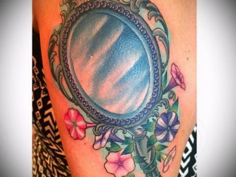тату зеркало №364 - прикольный вариант рисунка, который хорошо можно использовать для переделки и нанесения как тату зеркало олд скул