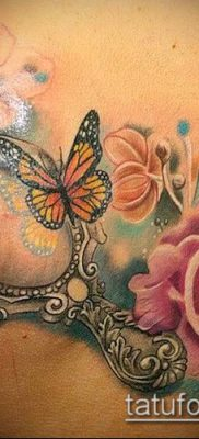 тату зеркало №219 – достойный вариант рисунка, который легко можно использовать для переработки и нанесения как тату зеркало на ноге