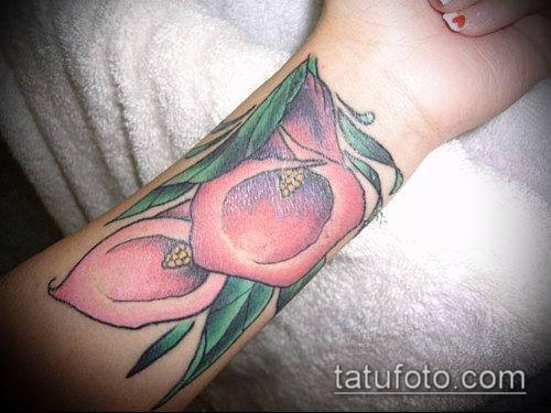тату каллы №137 - достойный вариант рисунка, который легко можно использовать для преобразования и нанесения как тату каллы акварель на бедре