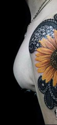 тату кружева №475 – прикольный вариант рисунка, который хорошо можно использовать для доработки и нанесения как тату кружева на бедре