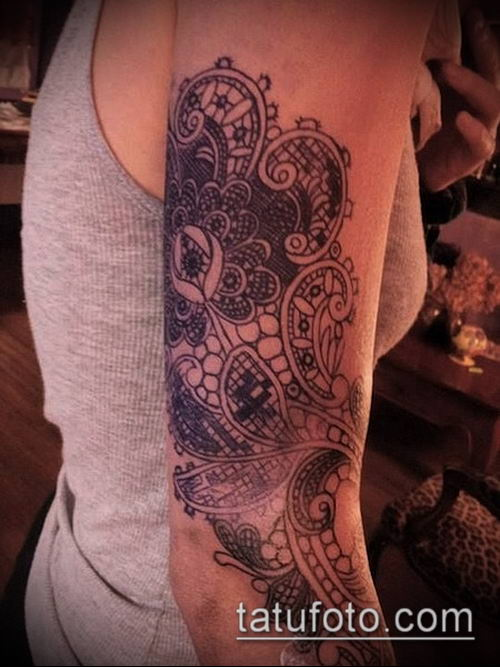 тату кружева №217 - прикольный вариант рисунка, который успешно можно использовать для переработки и нанесения как тату кружева на спине