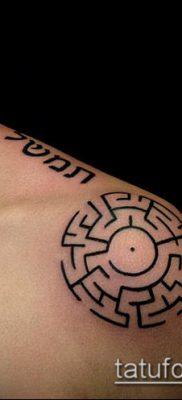 тату лабиринт №931 – уникальный вариант рисунка, который удачно можно использовать для доработки и нанесения как тату лабиринт на плече