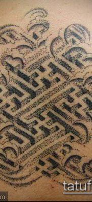 тату лабиринт №109 – крутой вариант рисунка, который удачно можно использовать для переработки и нанесения как тату лабиринт на плече