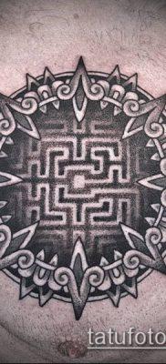тату лабиринт №232 – крутой вариант рисунка, который легко можно использовать для преобразования и нанесения как человек в лабиринте тату