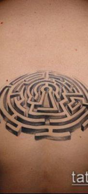 тату лабиринт №283 – уникальный вариант рисунка, который хорошо можно использовать для доработки и нанесения как тату лабиринт на плече