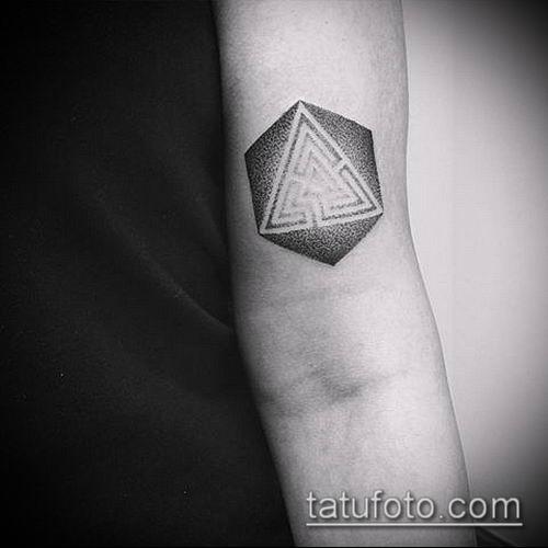 тату лабиринт №794 - прикольный вариант рисунка, который удачно можно использовать для переработки и нанесения как тату лабиринт рукав
