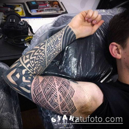 тату лабиринт №950 - крутой вариант рисунка, который удачно можно использовать для преобразования и нанесения как тату лабиринт рукав