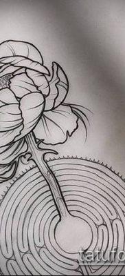 тату лабиринт №212 – крутой вариант рисунка, который хорошо можно использовать для доработки и нанесения как тату лабиринт на спине