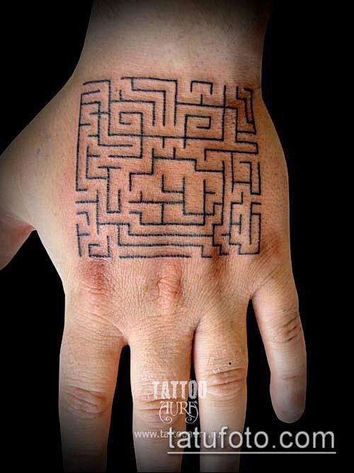 тату лабиринт №531 - прикольный вариант рисунка, который легко можно использовать для переделки и нанесения как тату лабиринт рукав