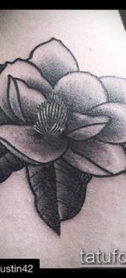 тату магнолия №413 – прикольный вариант рисунка, который легко можно использовать для переделки и нанесения как тату магнолия на стопе