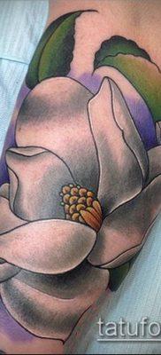 тату магнолия №262 – интересный вариант рисунка, который успешно можно использовать для переработки и нанесения как тату магнолия на лопатке