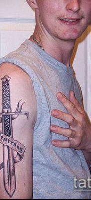 тату меч и змея №26 – прикольный вариант рисунка, который удачно можно использовать для переработки и нанесения как тату меч и змея на ноге