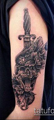 тату меч и змея №653 – достойный вариант рисунка, который легко можно использовать для переработки и нанесения как тату меч и змея на руке