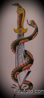 тату меч и змея №924 – прикольный вариант рисунка, который легко можно использовать для доработки и нанесения как тату меч и змея на ноге