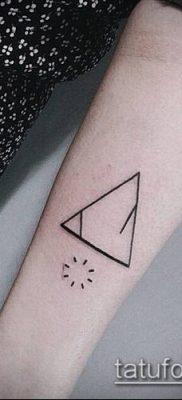 тату минимализм №553 – достойный вариант рисунка, который успешно можно использовать для переделки и нанесения как тату минимализм