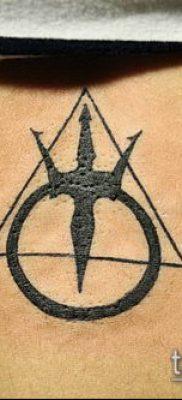 тату минимализм №682 – достойный вариант рисунка, который удачно можно использовать для переработки и нанесения как тату минимализм блэкворк