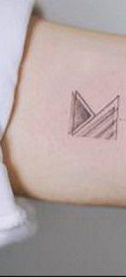 тату минимализм №860 – эксклюзивный вариант рисунка, который хорошо можно использовать для преобразования и нанесения как тату минимализм на ключице