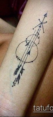 тату минимализм №842 – достойный вариант рисунка, который хорошо можно использовать для переработки и нанесения как тату минимализм под грудью