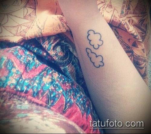 тату облака №895 - достойный вариант рисунка, который удачно можно использовать для преобразования и нанесения как тату облака рукав
