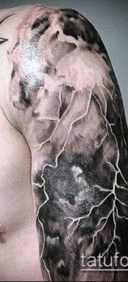 тату облака №588 – уникальный вариант рисунка, который удачно можно использовать для переработки и нанесения как тату солнце облака