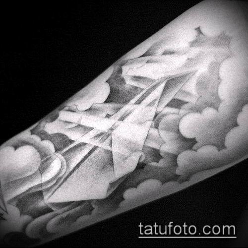 тату облака №410 - крутой вариант рисунка, который удачно можно использовать для преобразования и нанесения как Tattoo Clouds