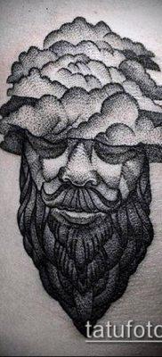 тату облака №93 – крутой вариант рисунка, который удачно можно использовать для переработки и нанесения как тату луна в облаках