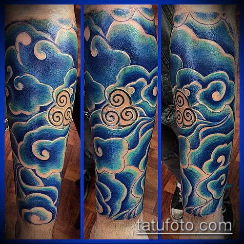 тату облака №44 - достойный вариант рисунка, который успешно можно использовать для переделки и нанесения как тату облака на плече