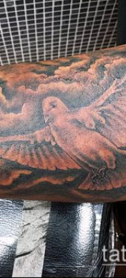 тату облака №159 – интересный вариант рисунка, который удачно можно использовать для доработки и нанесения как тату облака на руке