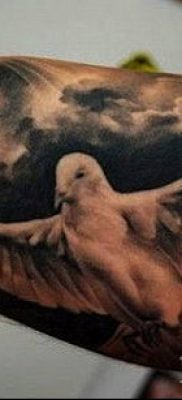 тату облака №82 – прикольный вариант рисунка, который успешно можно использовать для переделки и нанесения как тату облака на спине