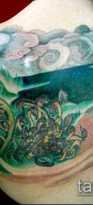 тату океан №781 – достойный вариант рисунка, который успешно можно использовать для переделки и нанесения как тату океан на спине