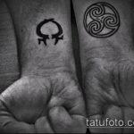 тату омега №626 - достойный вариант рисунка, который успешно можно использовать для доработки и нанесения как tattoo omega