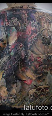 тату рыцарь №666 – достойный вариант рисунка, который легко можно использовать для переделки и нанесения как тату рыцарь голова