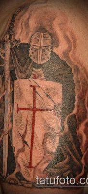 тату рыцарь №221 – достойный вариант рисунка, который успешно можно использовать для переделки и нанесения как тату рыцарь на предплечье