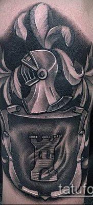 тату рыцарь №498 – крутой вариант рисунка, который успешно можно использовать для доработки и нанесения как тату рыцарь на спине