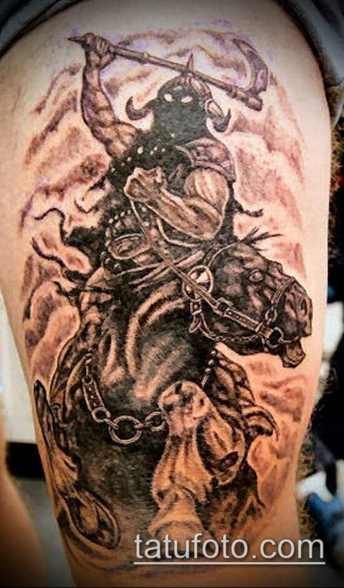 тату рыцарь №647 - достойный вариант рисунка, который удачно можно использовать для преобразования и нанесения как тату рыцарь на ноге