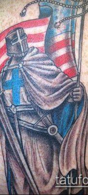тату рыцарь №812 – интересный вариант рисунка, который хорошо можно использовать для переделки и нанесения как тату рыцарь на колене