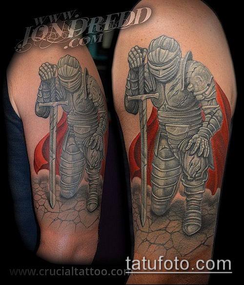 тату рыцарь №750 - достойный вариант рисунка, который хорошо можно использовать для преобразования и нанесения как тату рыцарь на руке